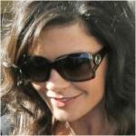 Catherine Zeta Jones romantikusan elragadó ebben a Gucci napszemüvegben.